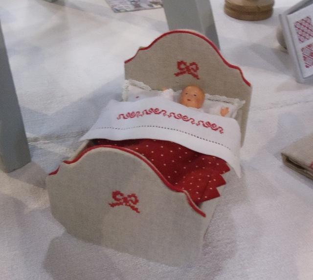 cartonnage mini doll cradle