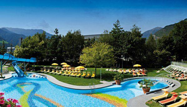 Die riesige Poolanlage des #Familienhotels #Prokulus. Mit Liegewiese und Wasserrutsche. Der perfekte #Urlaub für Sie und ihre #Kinder. Mehr Informationen unter http://www.selectedhotels.com/de/hotel/familien-und-wellnesshotel-prokulus