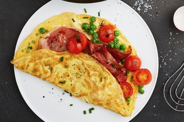 Pea omelette with crispy bacon and tomato - Home late and hungry? This ...