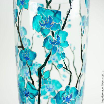 Купить или заказать Ваза с ручной росписью 'Орхидеи' в интернет-магазине на Ярмарке Мастеров. Ваза с бирюзовыми орхидеями станет замечательным украшением интерьера, оригинальным и всегда нужным подарком. Расписана вручную специальными красками и лаками по стеклу. Как и любая авторская работа, ваза требует с собой бережного обращения) Не любит посудомоечные машины, предпочитает нежные, заботливые руки и мытьё без абразивных средств и устрашающего вида губок.