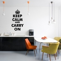 Sticker Mural  Medidas 139 x 81 cm material: vinilo terminación mate Texto:  Keep Calm And Carry on