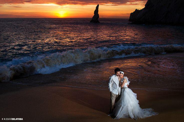 Trash the dress at Lovers Beach Sunrise #josafatdelatoba #trashthedress #weddingsinloscabos #cabophotographer #caboweddings