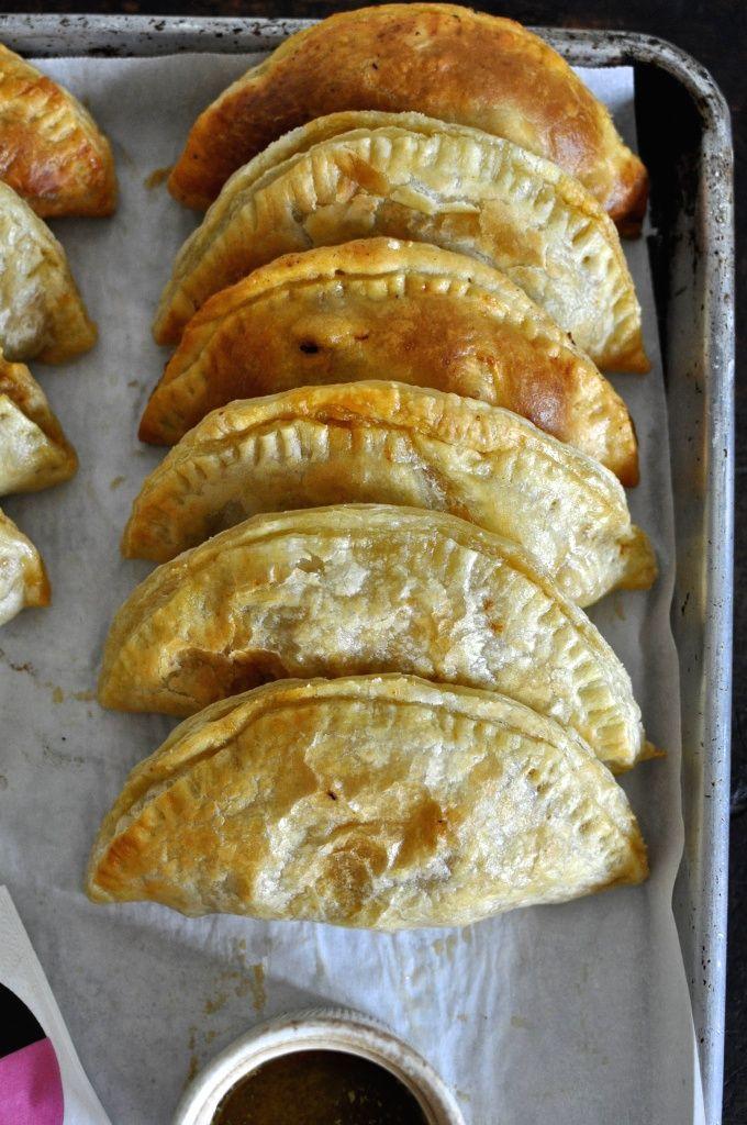 Easy Chicken Empanadas With Garlic Mojo Sauce from Hola Jalapeño // www.dulanotes.com @nicoeldula