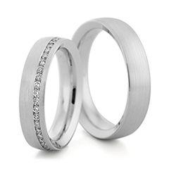 Trauringe Herrenring: Weißgold, Breite 5,0 mm, Trauringe Damenring: Weißgold, Breite 5,0 mm, 44 Brillanten 0,48 ct. www.marrying.at