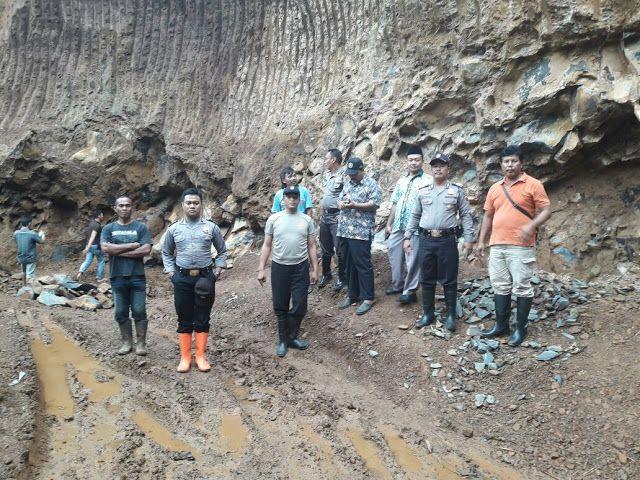 Tertimpa Tanah Padas Galian Batu Seorang Pekerja Tewas  http://ift.tt/2E9cQ7t