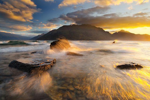 Canvas Print   Golden sunset, Lake Wakatipu, Queenstown : New Zealand : Sisson