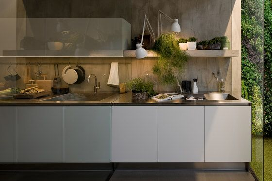 Fitted kitchens | Kitchen systems | Gamma | Arclinea. Check it out on Architonic