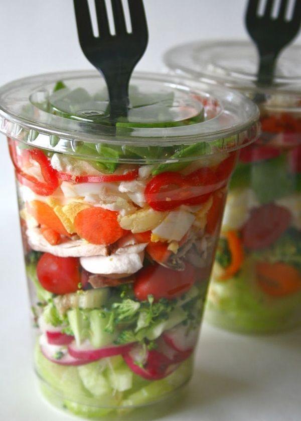 салат в стакане