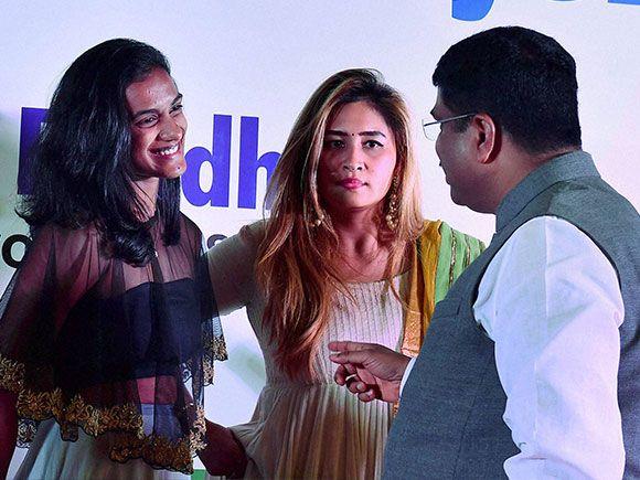 Dharmendra Pradhan with shuttlers P V Sindhu and Jwala Gutta