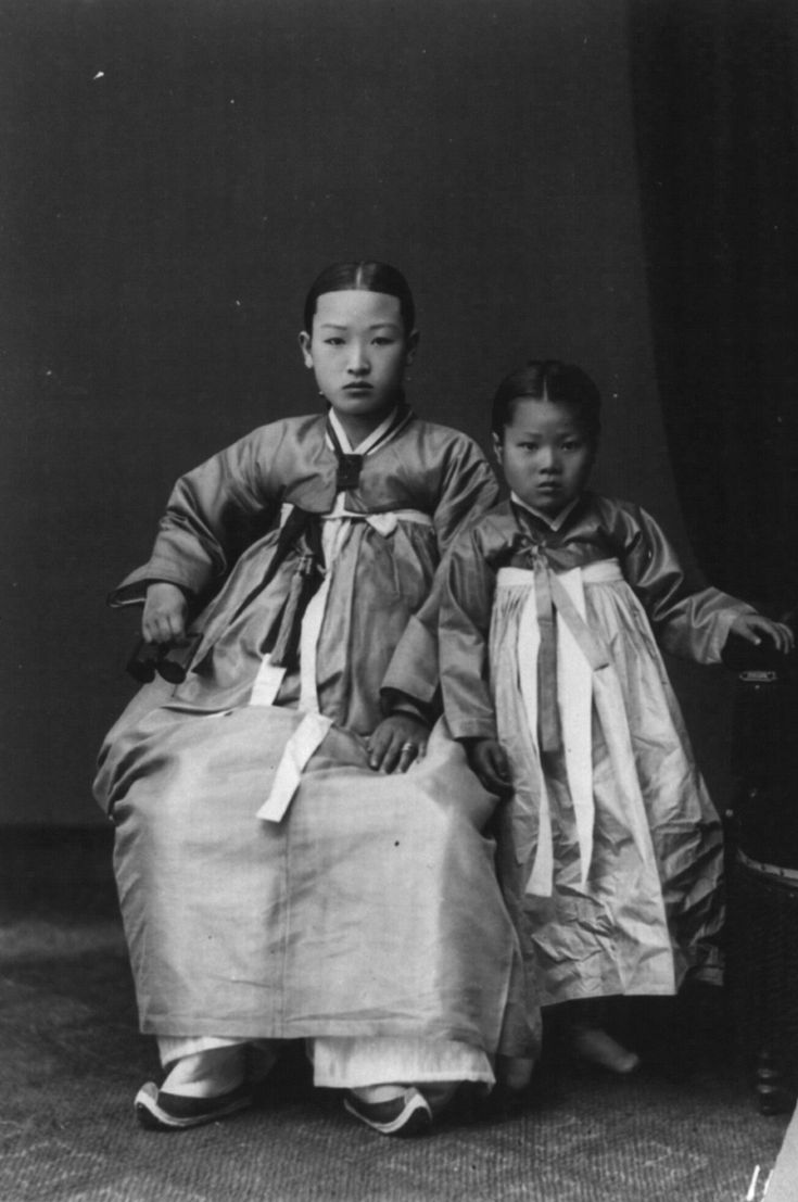 Korean mother and daughter 1920-30
