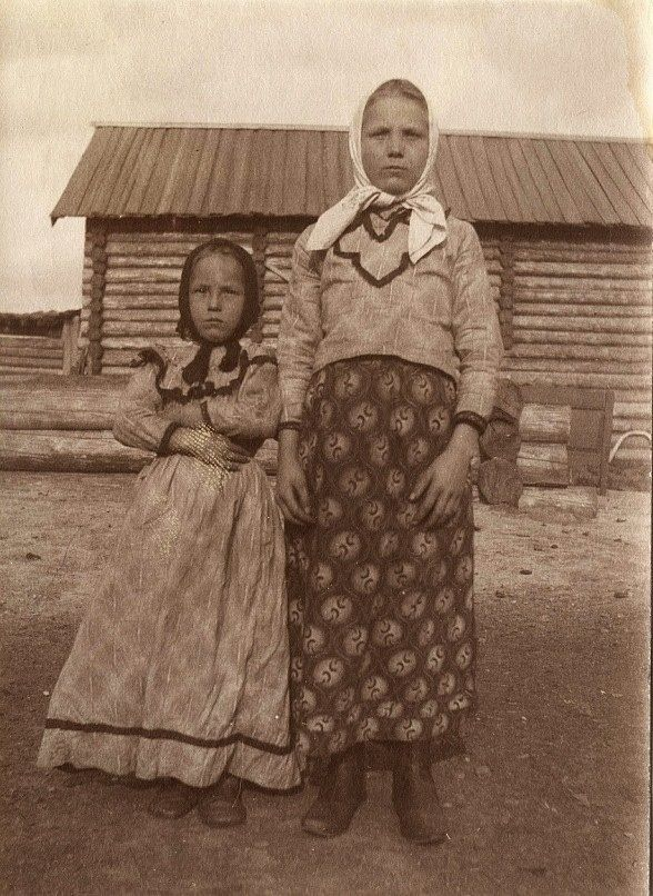 Peasant girls in their holiday clothes, 1912.