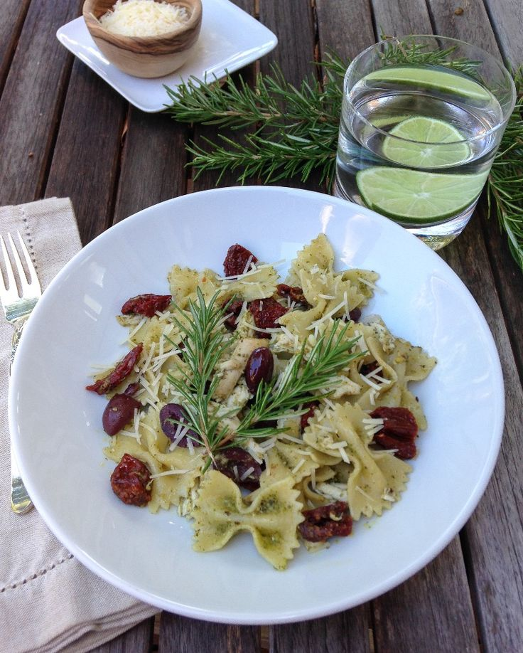 cold pesto pasta with chicken and sun-dried tomatoes