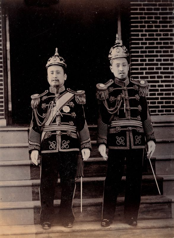 Emperor Gojong and the Crown Prince Sunjong, c.190-004, 13.2×9.8cm, Collection of The Museum of Photography, Seoul