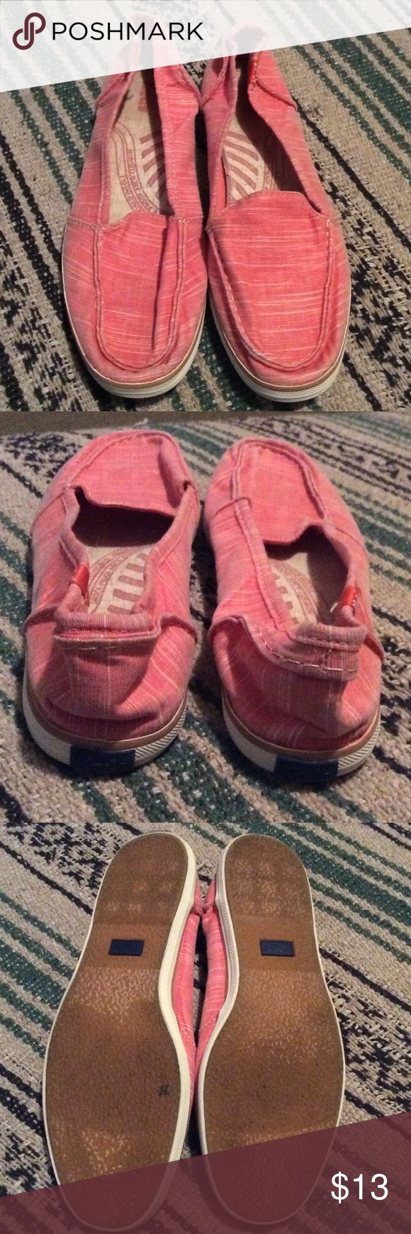 Keds slip ons Coral slub fabric.  Cushioned insole; shock-proof arch cushion.  A bit crushed from storage😬 but should straighten up with wear! Keds Shoes Slippers