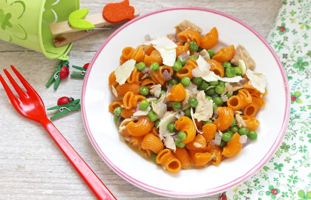 Mini Pipe rigate pomodori e carote con tonno e piselli