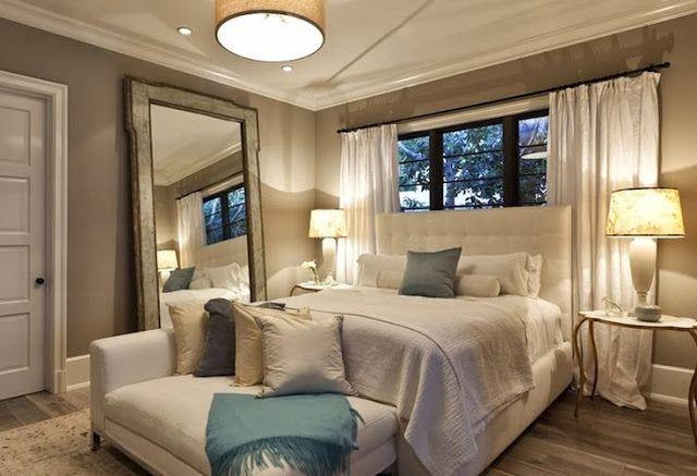 Cabeceira da cama na janela