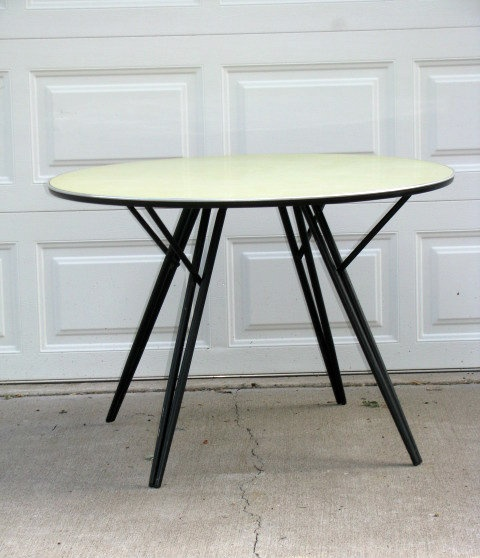 Minneapolis: Retro Round Dining Table   Great Lines! $80   Http://