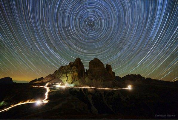 cielo estrellado sobre dolomitas