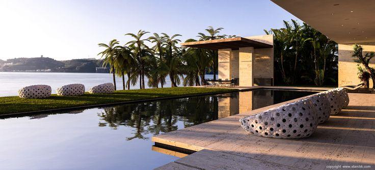 render/infografía 3d casa moderna con piscina realizado por www.starckk.com