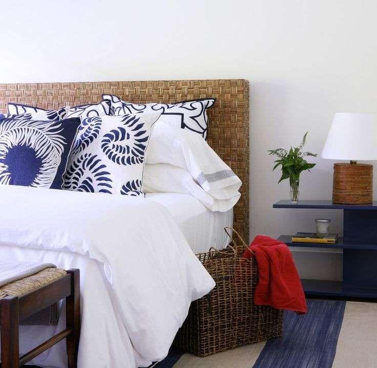 Camera da letto stile marina - Cuscini fantasia bianchi e blu