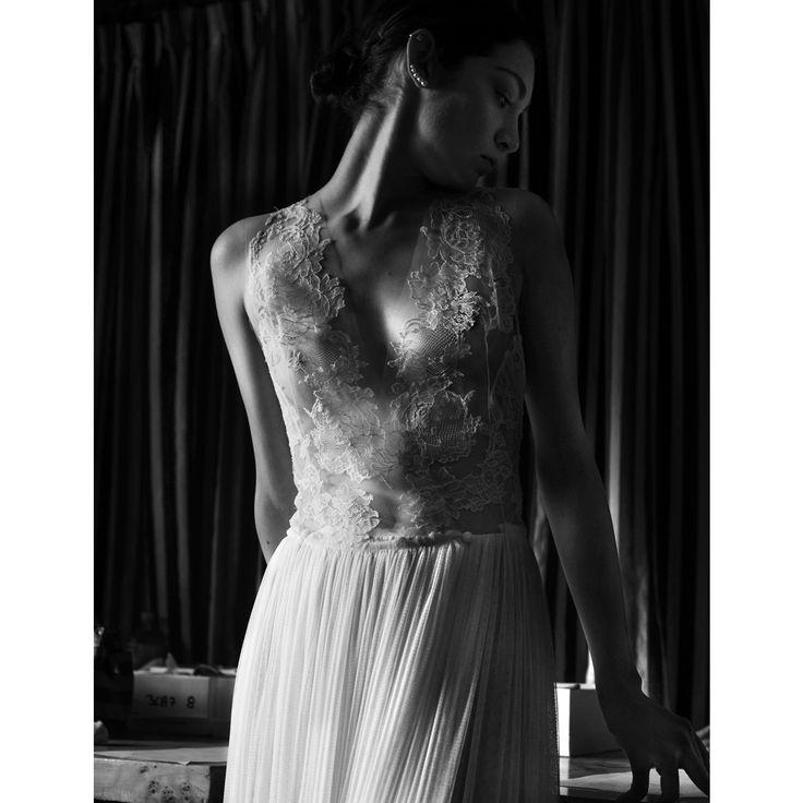 Vestido no. 4 Colección 01 El secreto de la sensualidad está en la sutileza de los detalles. ✨ #TristaneIsoldaNovias #BrideToBe #Wedding #Inspiration #Mexico #MexicoCity #Bride #Wedding #SavetheDate #Designer
