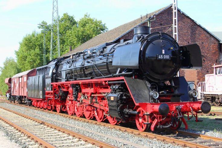 45 010 in Lichtenfels am 07.09.2013. (Besuchertage im Depot Lichtenfels des DB Museums)