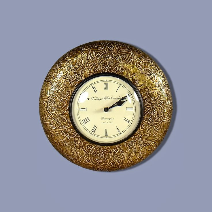 Zegar wiszący w kolorze złotym