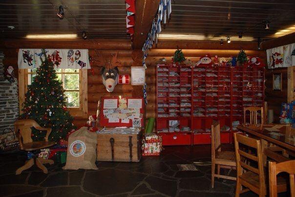 Santa Claus Main post office.  Circulo Polar ártico. Rovaniemi. Finlandia  Rovaniemi es la capital administrativa de la provincia de Laponia, en la República de Finlandia, y es la ciudad donde vive Papa Nöel.
