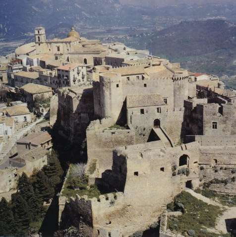 Castello di Santa Severina Crotone Calabria  #TuscanyAgriturismoGiratola