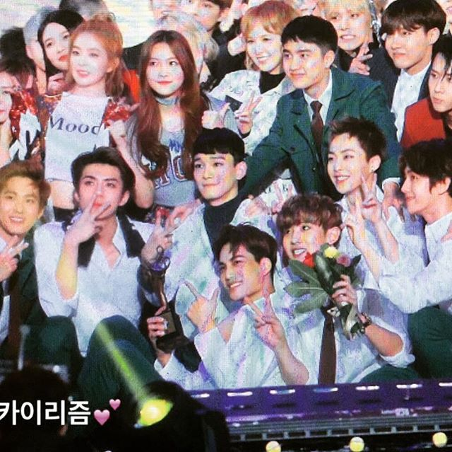 Red velvet dating exo