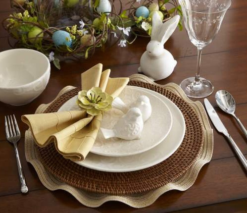 Small touches of spring for a festive Easter brunch.: Easter Brunch Lov, Brunch Tables, Festivals Easter, Easter Spr, Simple Places, Easter Decor, Places Sets, Elegant Easter, Brunch Www Nestrefresh Com