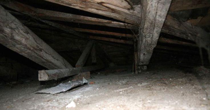 ripostiglio soffitta sottotetto mansarda antica cose biciclete malnate
