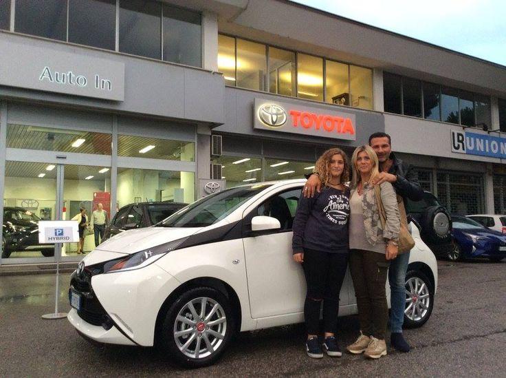 Gli amici di #Urbino, Germana+Alfredo+figlia, sono pronti a partire con la nuova #Toyota #Aygo #X_Play !! Ciao e Grazie