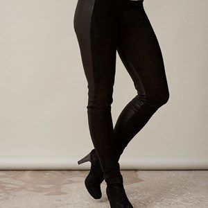 LEATHER leggins suede on front/leather on back, black. Cool and soft leather leggings in leather/suede, made in French leather.  Made by order in Denmark in standard sizes (34, 36, 38, 40, 42, 44) - but can also be made with individual measurements for 500dkk extra