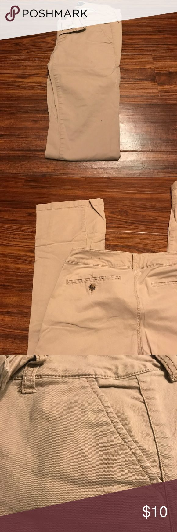 Women's Khaki Pants Women's khaki pant with front and back pockets. Back pockets have buttons. American Eagle Outfitters Pants Trousers