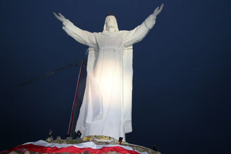 figure of Jesus Christ the King of the Polish flag