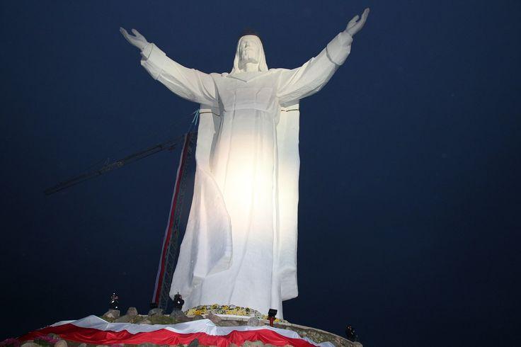 figure of Jesus Christ the King of the Polish flag