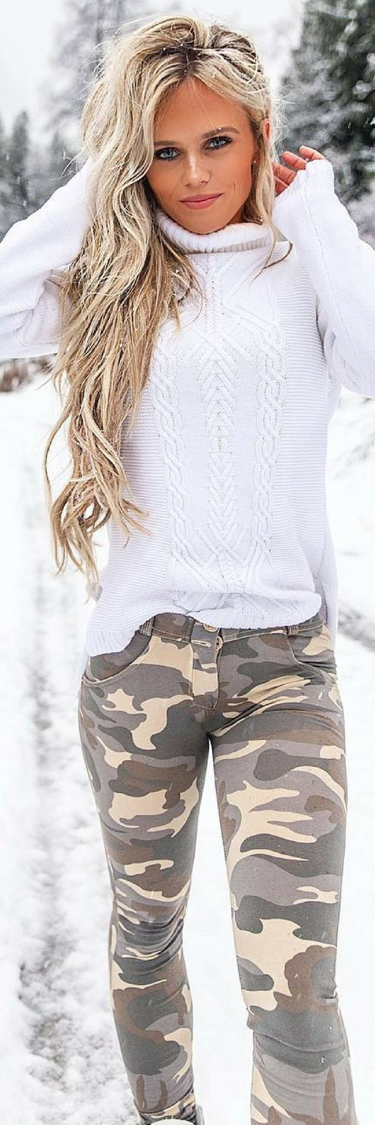 Awesome 47 Sexy Women Winter Outfits Ideas To Makes You Stand Out. More at http://aksahinjewelry.com/2018/01/13/47-sexy-women-winter-outfits-ideas-makes-stand/