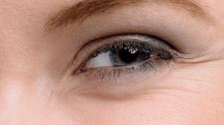 Способ разгладить морщинки вокруг глаз  #удаление_морщин_вокруг_глаз #уход_за_лицом #красота
