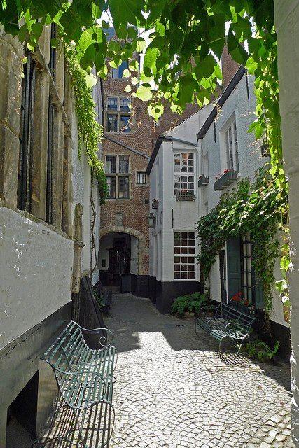Antwerpen, Belgium Vlaeykensgang