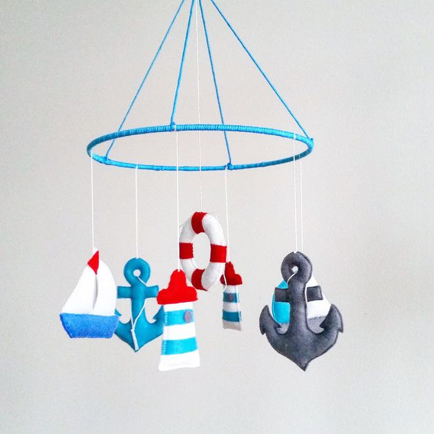 Geschenkidee für frischgebackene Eltern: Maritimes Mobile mit Anker und Leuchtturm / gift idea for parents: nautical mobile with anchor and lighthouse made by Osolka via DaWanda.com