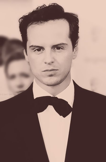 Andrew Scott sends freaky chills up my spine. I dont like it