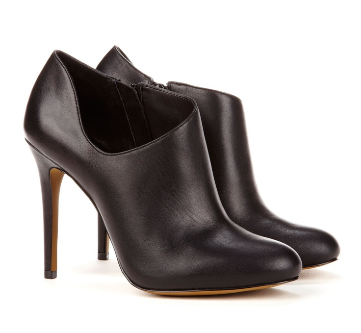 love the low cut!: Helena Low, Style, Cut Leather, Ankle Booties, Leather Ankle, Helena Bootie, Society Helena, Sole Society