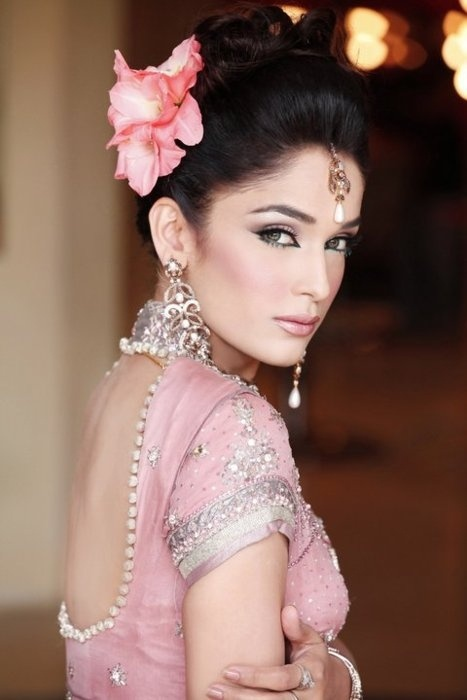 Pale pink and silver. The flower adds the drama. <3 #indian #bride #indianbride #indianwedding
