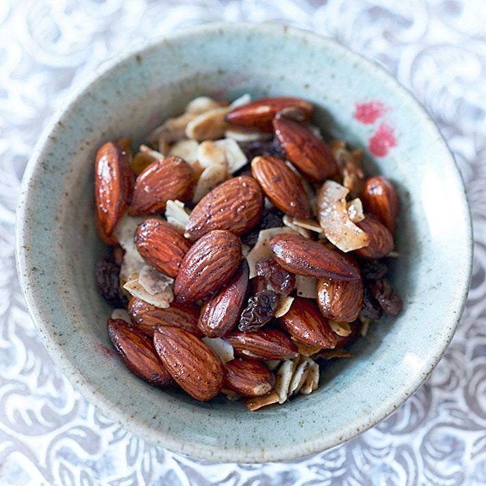 Toasted Almond, Raisin and Coconut Trail Mix | Deliciously Ella | Bloglovin'