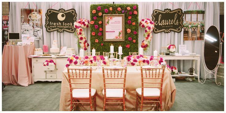 This bridal show booth feels fresh and cheerful through color.