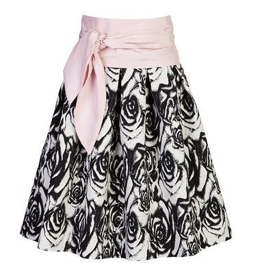 Midi εμπριμέ ψηλόμεση φούστα με μπάσκα και σχέδιο με πιέτες. Σχεδιασμένη σε Α γραμμή. 89,90 €