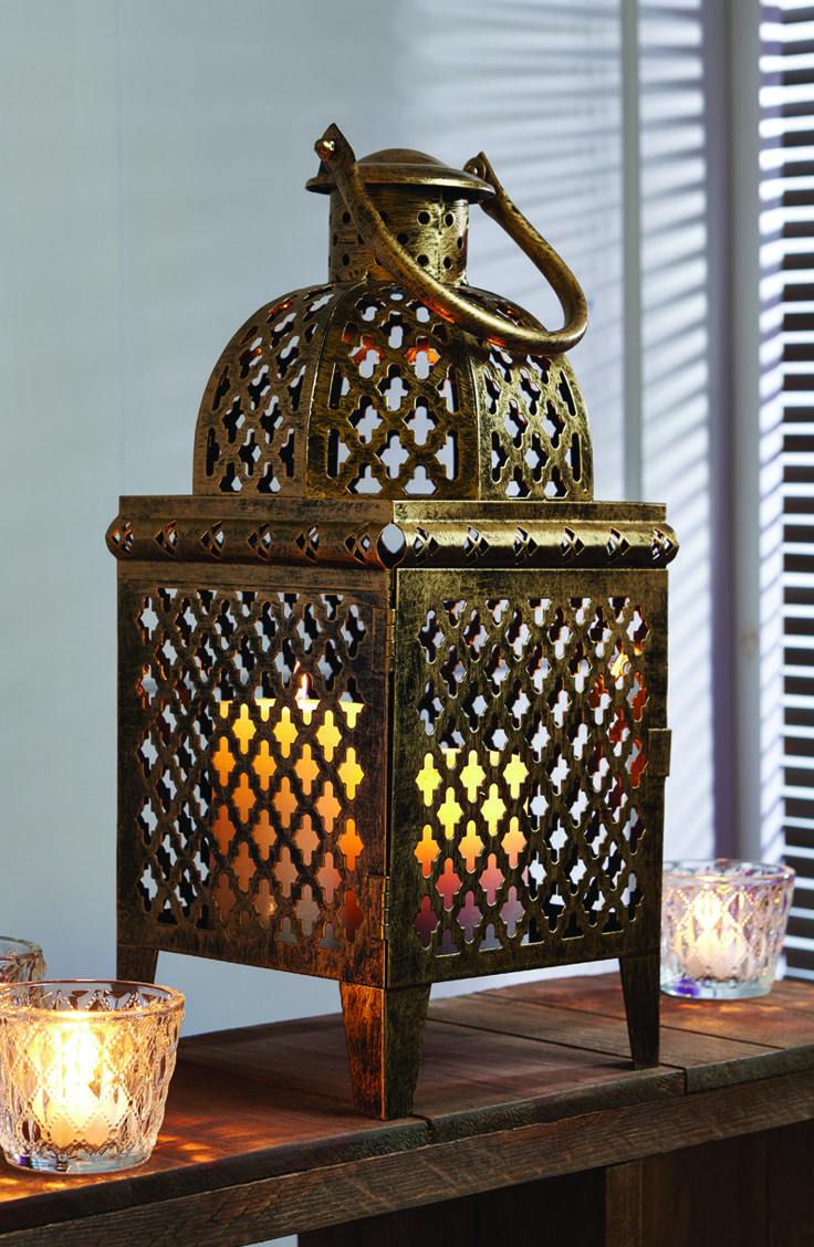 Party decoration ideas moroccan metal lantern - A Gold Moroccan Lantern Is Perfect For A Room With An Eastern Theme Eastern