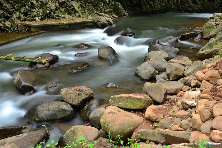 Sungai Cidomas Blue Rivernya Purwakarta Jawa Barat - Jawa Barat