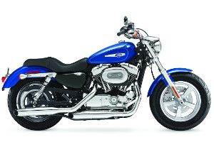 Harley-Davidson Sportster 1200 Custom rental at Premont Harley-Davidson in Laval, Quebec (right next to Montreal) starting at 199.95$ for a single day.  Location d'une Harley-Davidson Sportster 1200 Custom pour 199.95$ pour une journée unique.